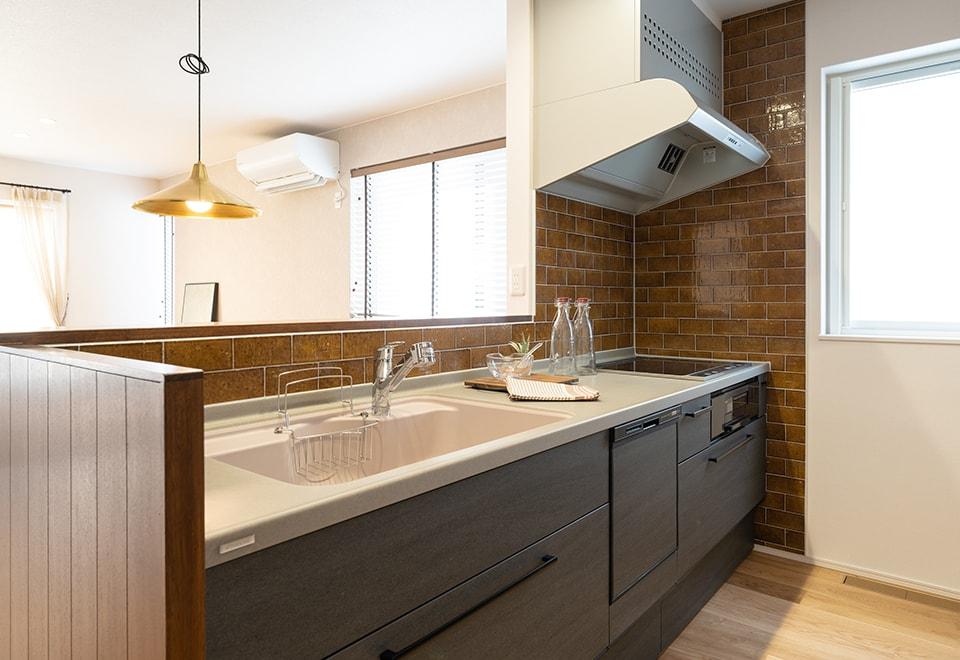八戸モデルハウス「スタイリッシュガレージ」キッチン