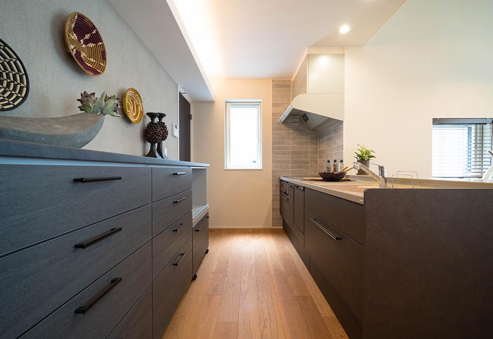小松ヶ丘モデルハウス「リゾートスタイルの家」キッチン