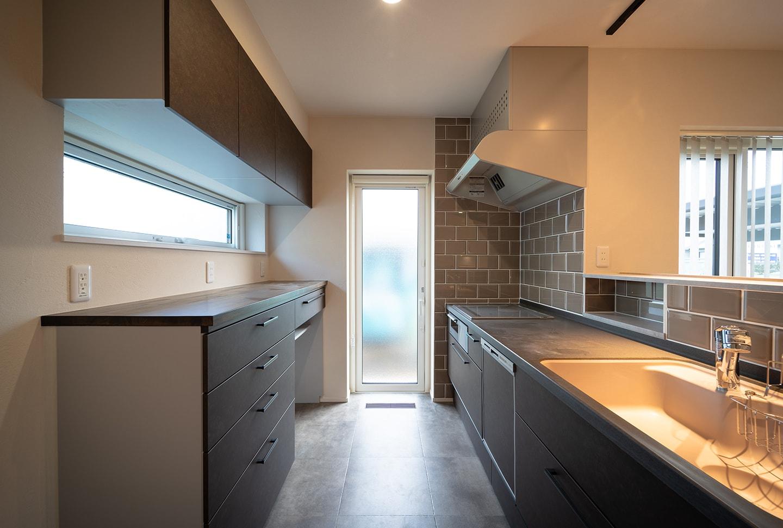 キッチンの背面収納はどう選ぶ?便利でおしゃれな収納とは