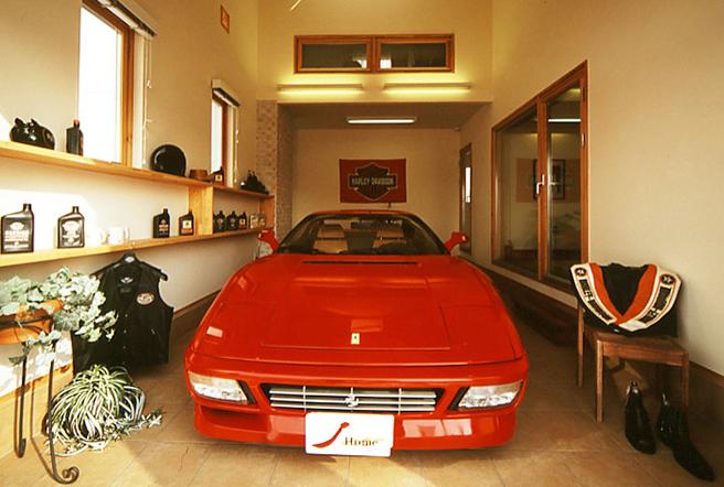 大切な車やバイクが見れるガレージのある家